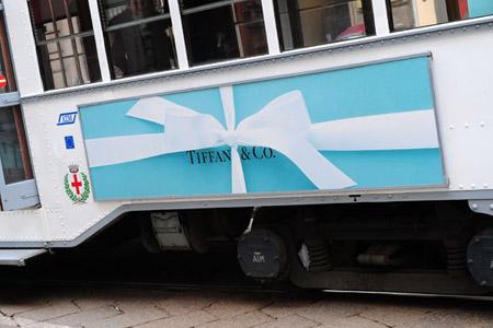 Tiffany Tram boutique a Milano. Scendere sarebbe un peccato