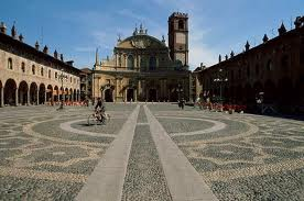 Weekend di Shopping Tour e mercatini sotto i Castelli di Vigevano e Milano