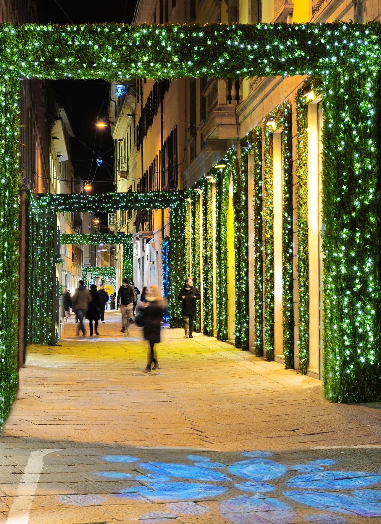 Natale in via della Spiga, con Tiffany & Co. più Babbo Natale