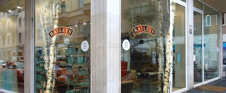 Brindisi a Milano, il  Baileys Christmas Lounge ha aperto con whisky e MAC-up