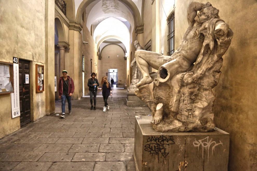 Un selfie danneggia il fauno barberini milanoincontemporanea for Accademia di milano