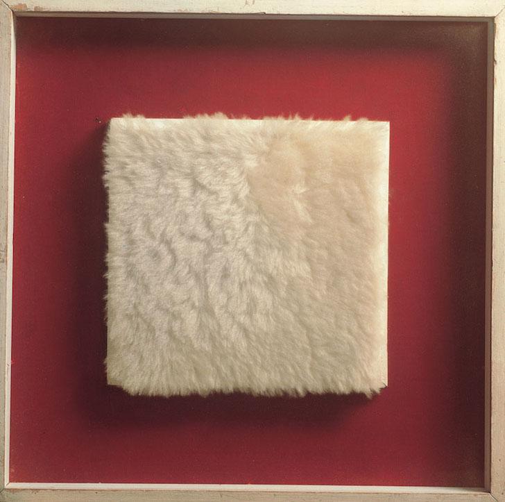 ID 111. Achrome,1961 circa peluche, 19x20 cm Courtesy FaMa Gallery, Verona