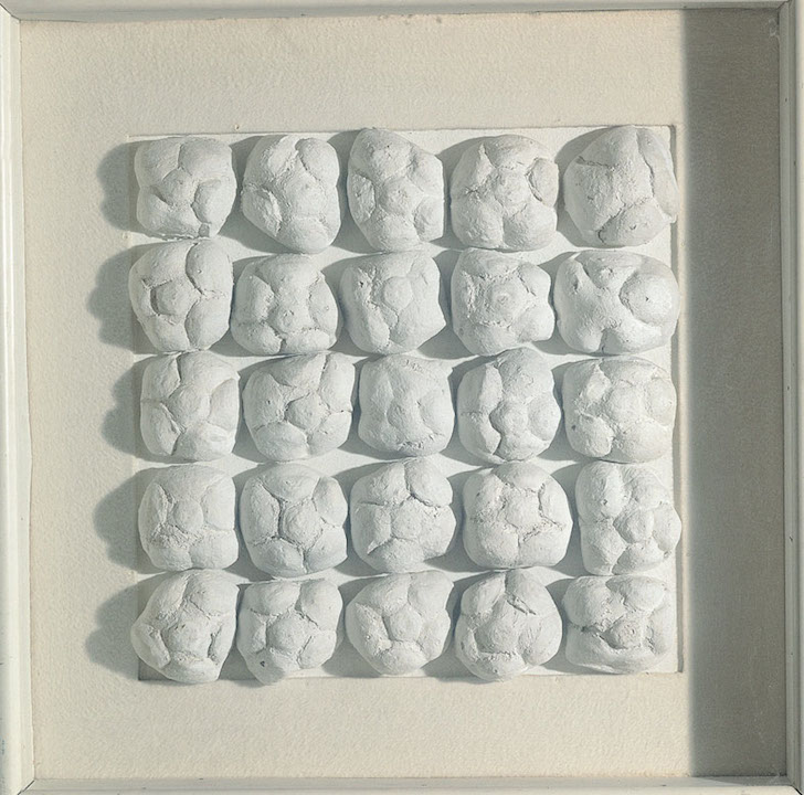 ID 129. Achrome, 1962 circa panini e caolino, 39x39 cm Courtesy FaMa Gallery, Verona