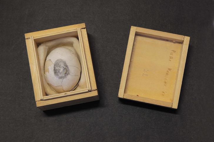 ID 172. Uovo scultura n.21, 1960 uovo in scatola di legno, 5,7x8,2x6,7 cm Milano, Fondazione Piero Manzoni in collaborazione con Gagosian Gallery