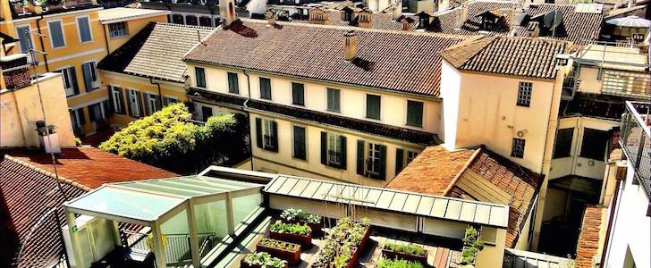 Non solo aperitivi in terrazza: a Milano i rooftop sono anche orti con vista sul Duomo, ecco quello di Hotel Milano Scala!