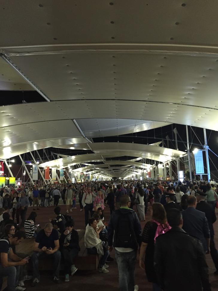 Expo 2015: Code lungo il Decumano