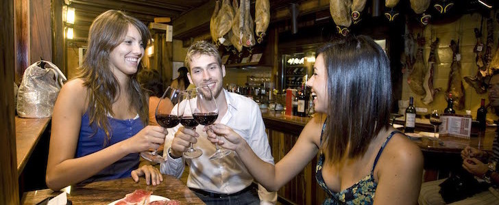 Aperitivo spagnolo a Milano? Il 22 ottobre 2015 i migliori ristoranti iberici e non sono pronti a celebrare la Giornata Mondiale delle Tapas (o sono pinchos)?! Ecco cosa ci aspetta!
