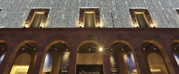 Comprare regali di Natale 2015 a Milano? Chi lo fa alla Rinascente trova anche la mostra per i 150 anni della sua nascita