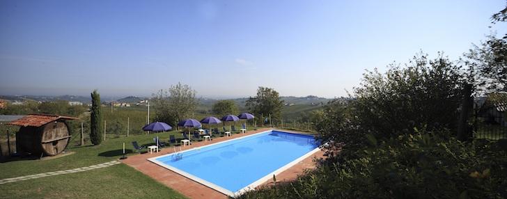 Fuga da milano tra vigne e fantasmi a meno di un 39 ora ecco podere casale 5 ragioni per - Agriturismo piscina lombardia ...
