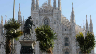 Palme e Starbucks in piazza Duomo a Milano: tutti d'accordo?