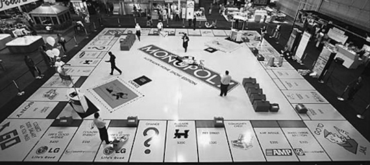 Milano come il gioco da tavolo monopoli 5 caselle viventi che abbiamo trovato per giocare in - Monopoli gioco da tavolo ...